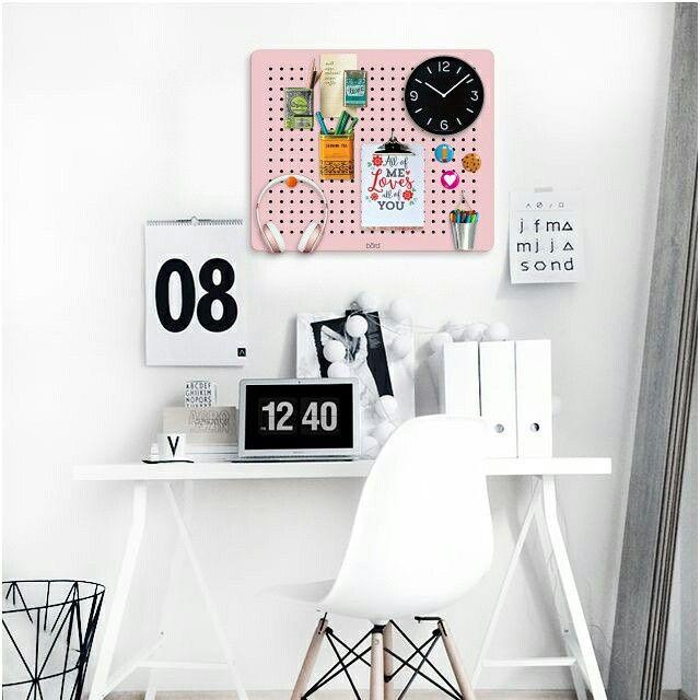 börd #pink en tu escritorio www.börd.com.ar #panel #organizador #reversible #cuarto #decokids #colores #pegboard #industriaargentina #orden #practica #Funcional #estantes #kidsroom #tabla #decorar #bebes #adolescentes #baby #teens #cool #tablero #board #homeoffice #colgar #pegboard