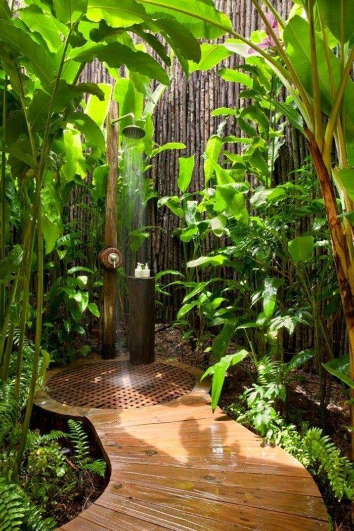 salle de bain exotique en dehors avec plantes vertes bricolages salle de bain exotique. Black Bedroom Furniture Sets. Home Design Ideas