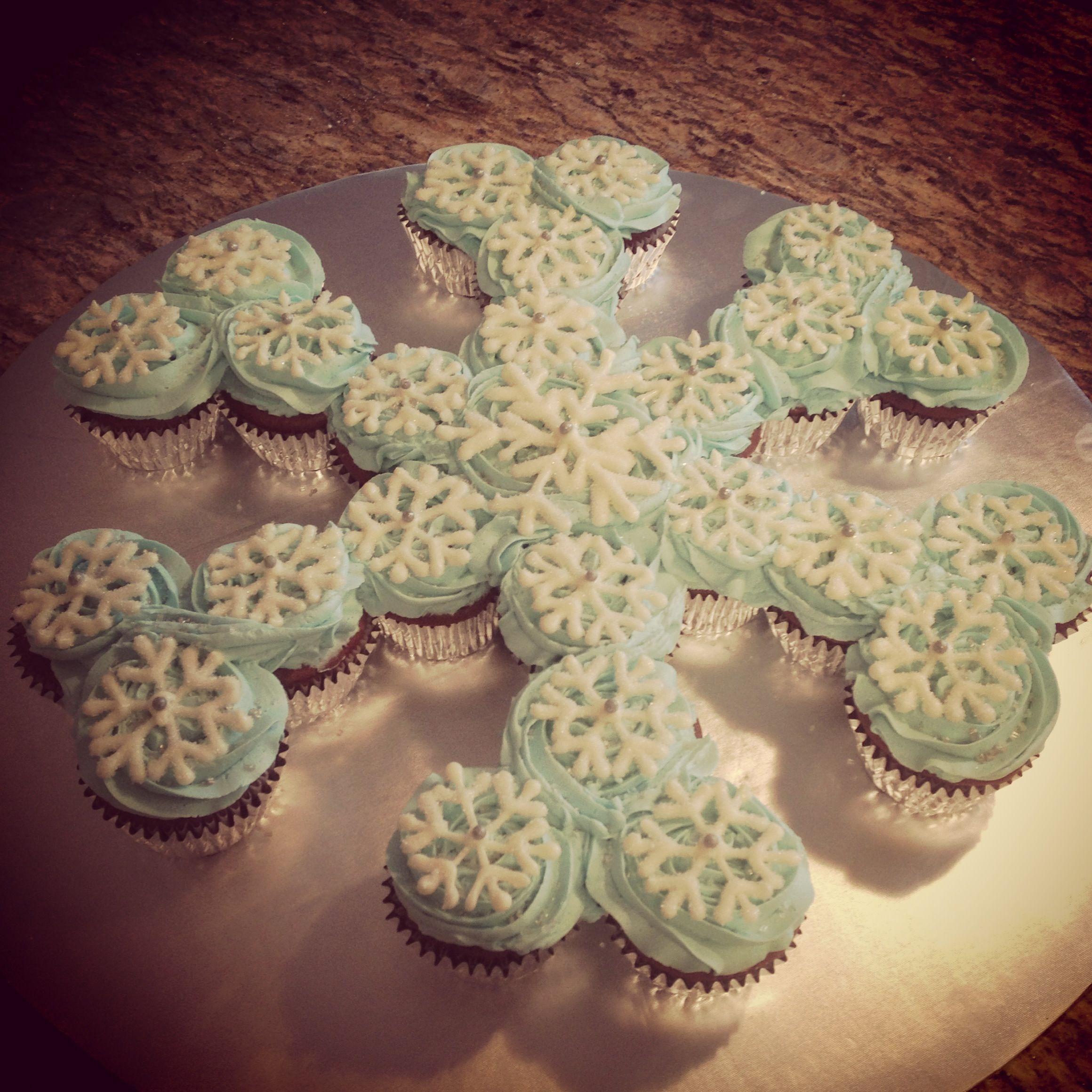 Frozen snowflake cupcake pull-apart cake by SweetsBySindy | Cake ...