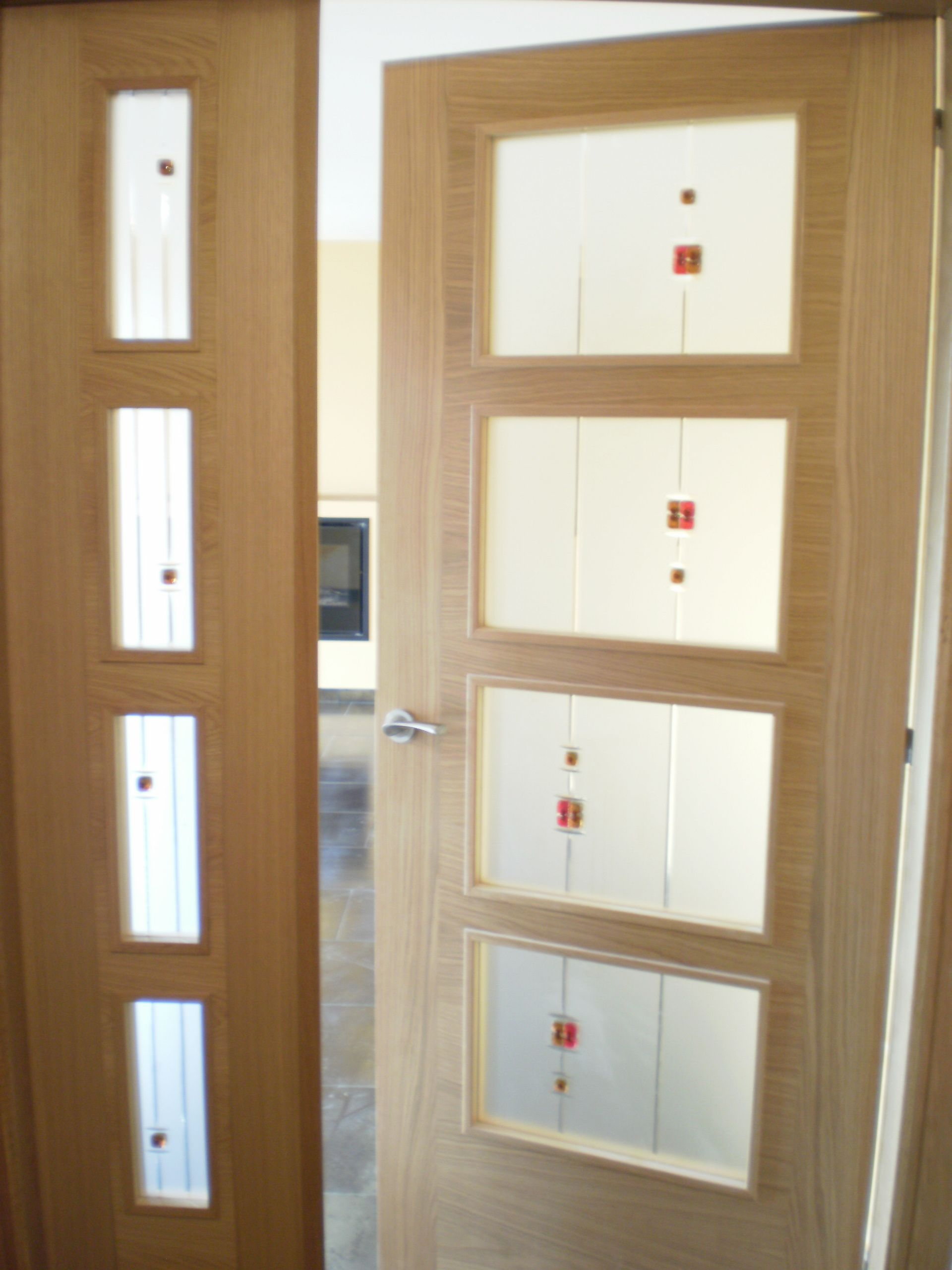 Puerta japonesa cristales en fondo mate y fusing y estr a for Vidrios decorados para puertas interiores