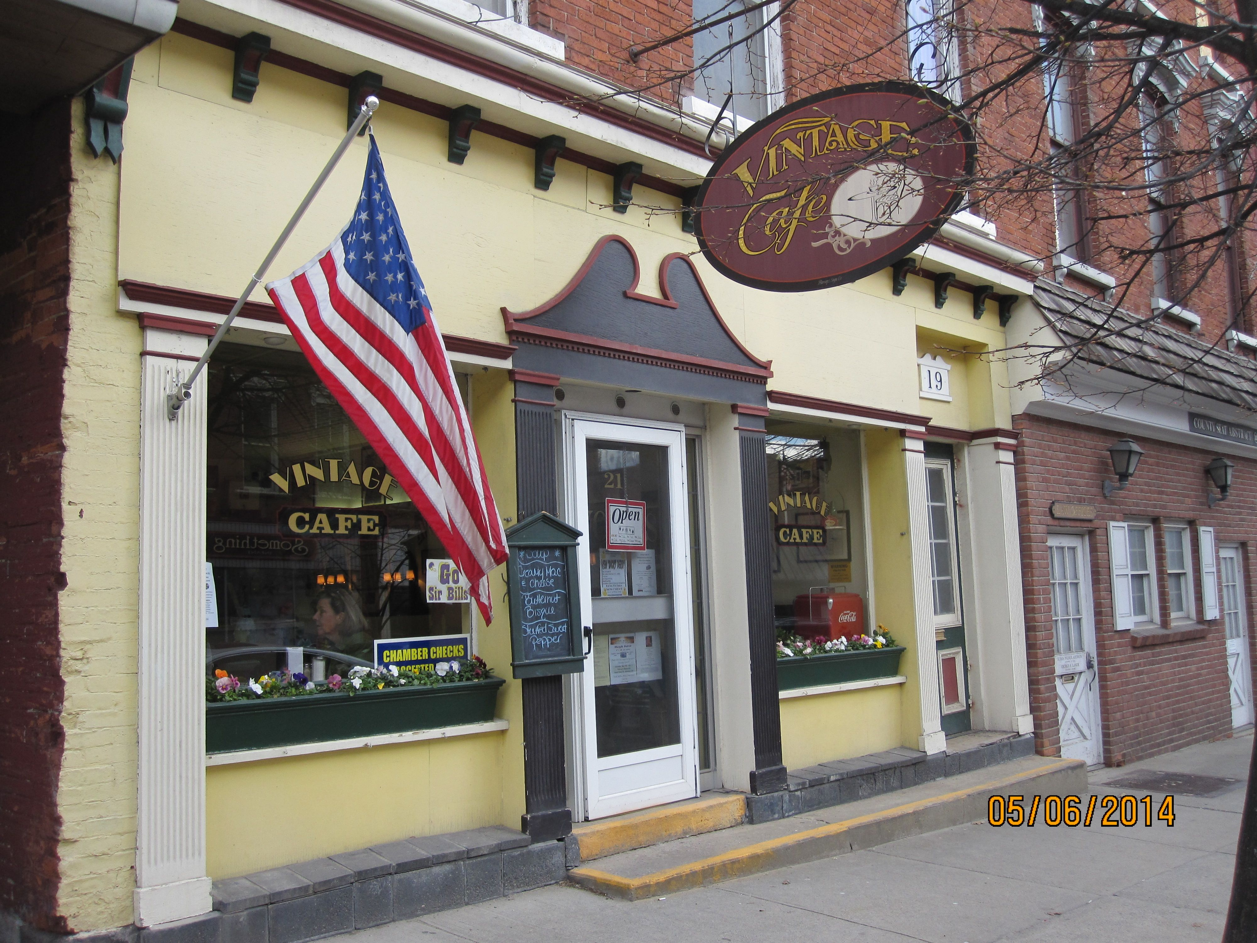 The Vintage Cafe A Great Retro Cafe On Main Street In Johnstown Ny Terrific Breakfasts Lunches And Baked Goods Retro Cafe Vintage Cafe Cafe