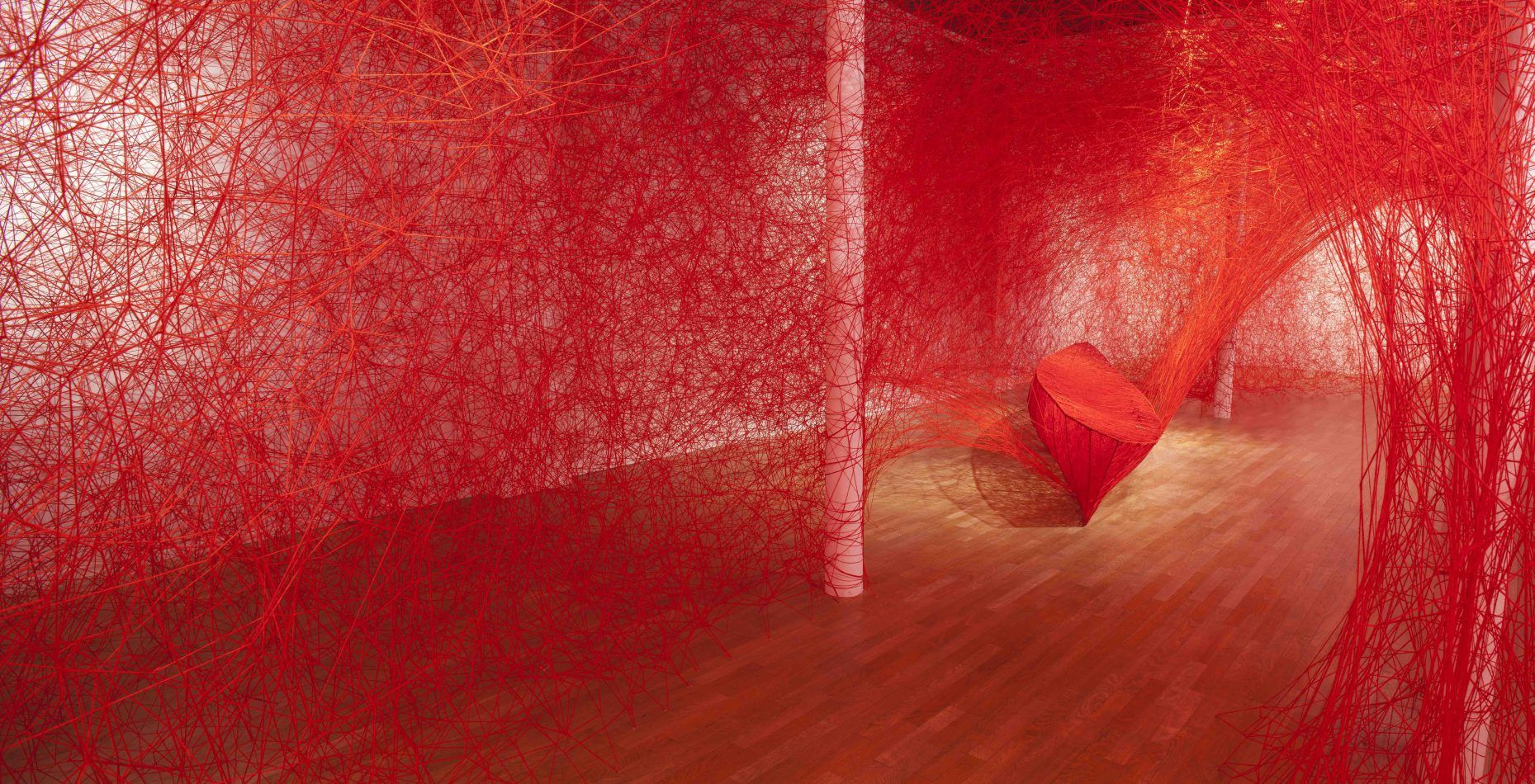 "Chiharu Shiota, ""Destination"" © Bertrand Huet"