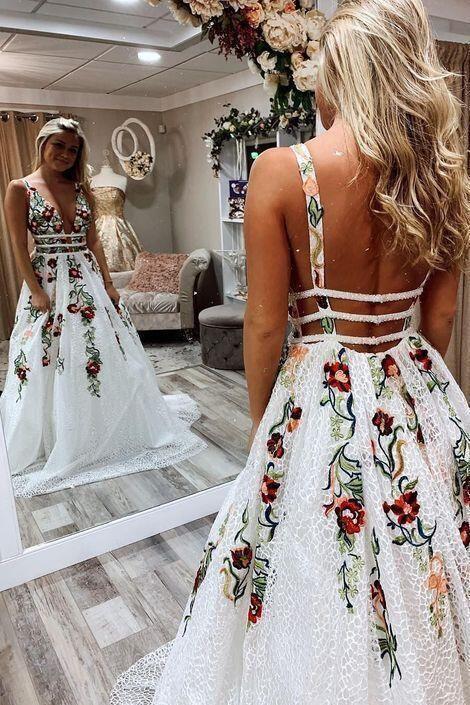 Princess Lace White Prom Dresses V Neck Backless Appliques Long Evening Dresses 1