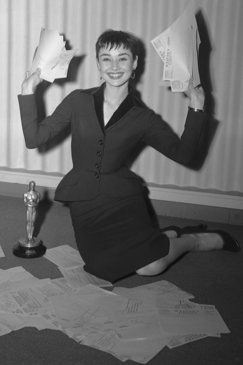 Alfombra roja Old Hollywood (With images)   Audrey hepburn ...