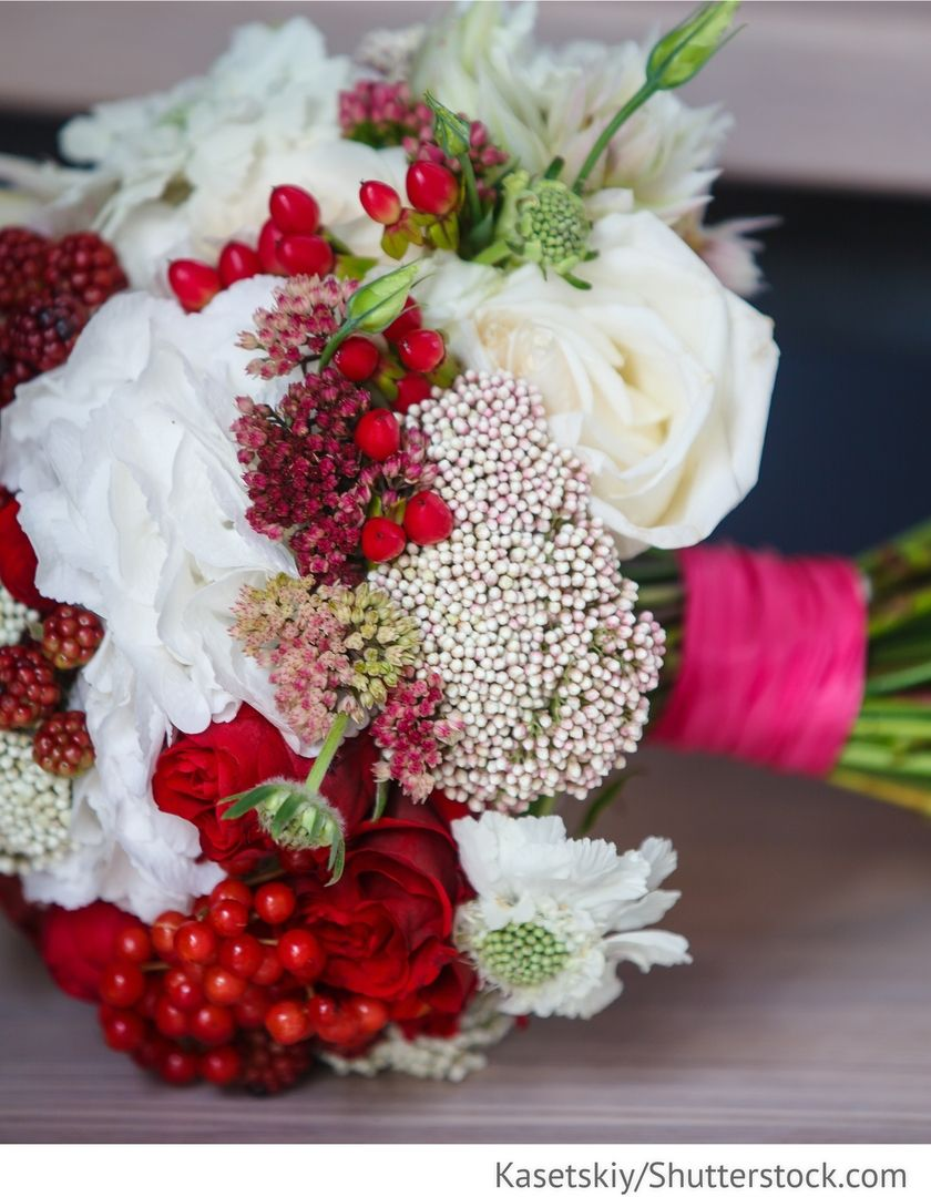 Brautstrauss Weiss Rot Mit Rosen Fur Die Hochzeit Die Dekoration Fur