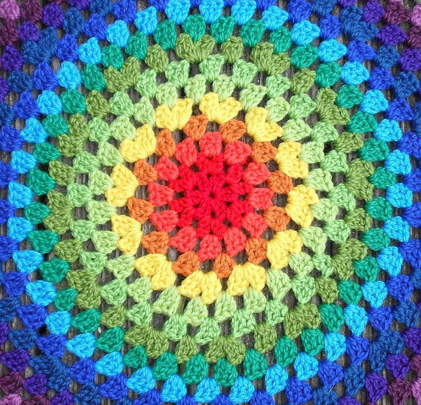 Revisiting the Granny Mandala…. | Umfunktioniert, Gehäkelte decken ...