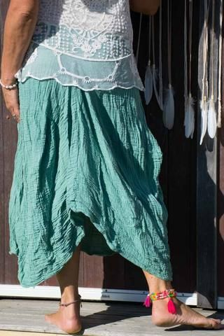 Earth Gypsy Tulip Skirt. Not your average skirt, this flowy gem is bursting with beautiful details. Its flattering shape and deep pockets with a tulip-shaped cut makes it stand out in a crowd. Super cute and boho. his skirt comes in two sizes: M/L, which fits 8-14 (AU/UK) or 4-10 (US)  and L/XL, which fits size 12-18 (AU/UK) or 8-14 (US). See our size chart  for more information on getting a comfortable fit. boho | laagenlook | gypsy | hippie