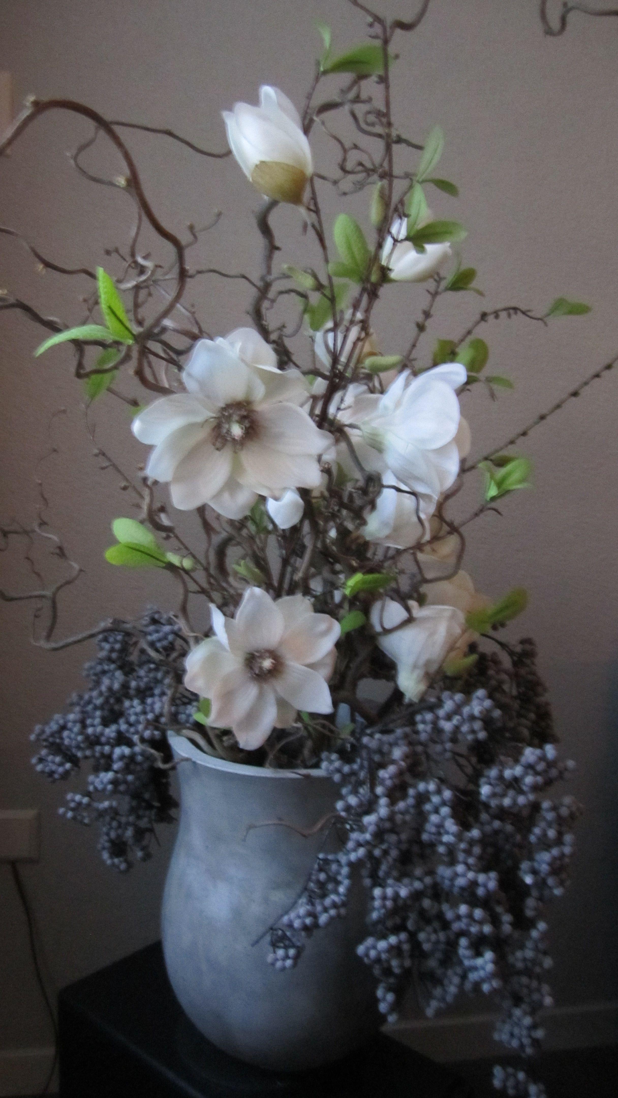 Decoratietakken bessen en zijde bloemen en mooie pot for Bloemen decoratie