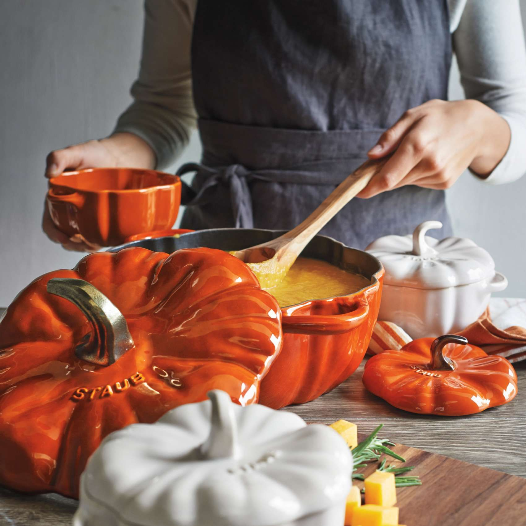 Staub Pumpkin Cocotte 3 5 Qt Sur La Table Orange Kitchen Decor Burnt Orange Kitchen Orange Kitchen