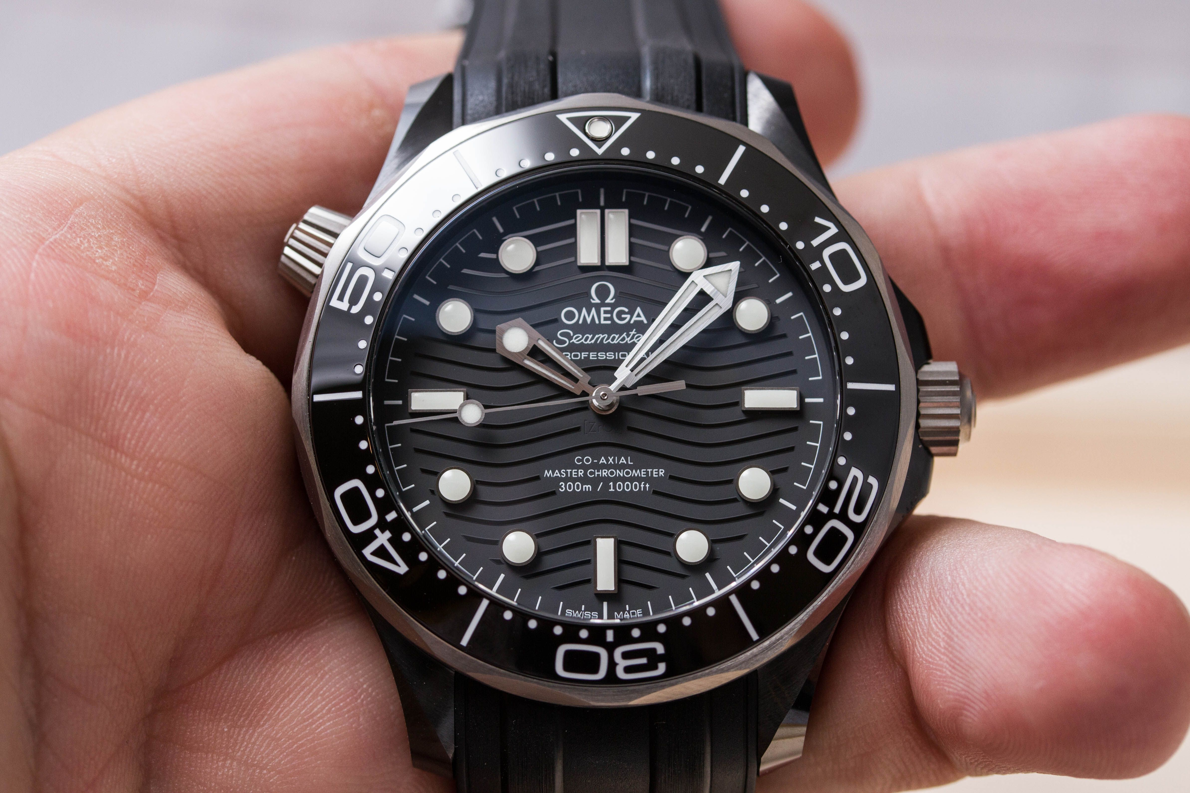 Review Omega Seamaster Diver 300m Ceramic And Titanium No Date 210 92 44 20 01 001 Specs Price Omega Seamaster Diver 300m Omega Seamaster Omega Seamaster Chronograph