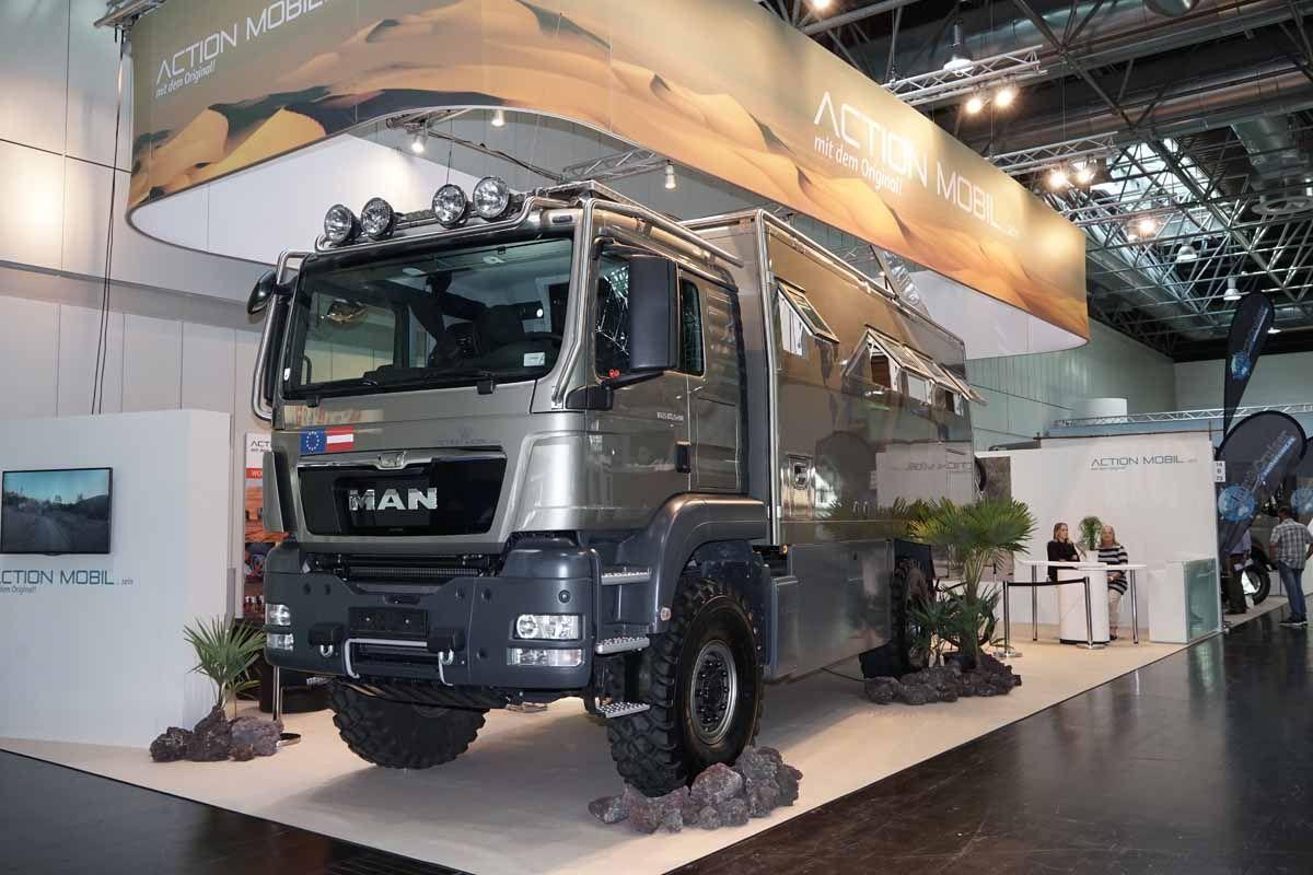 LuxusWohnmobile auf dem Caravan Salon Bilder autobild