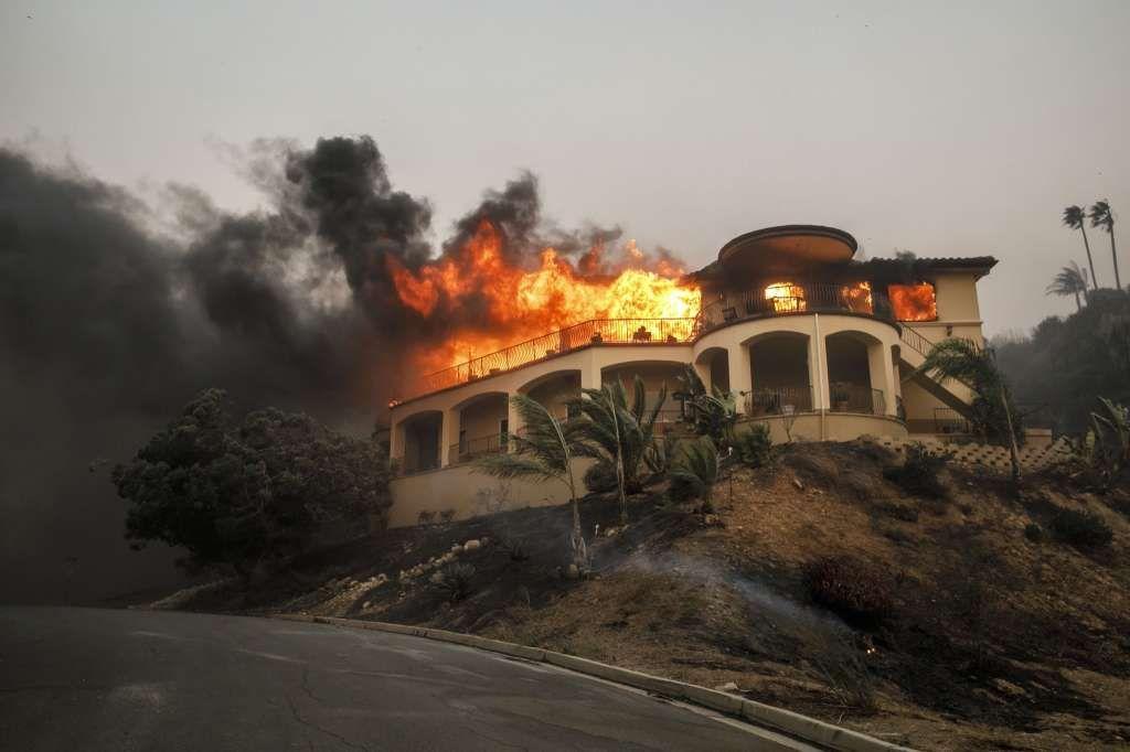 Psychiatric Hospital Burns In Raging Socal Fire Ventura California California Wildfires Ventura County