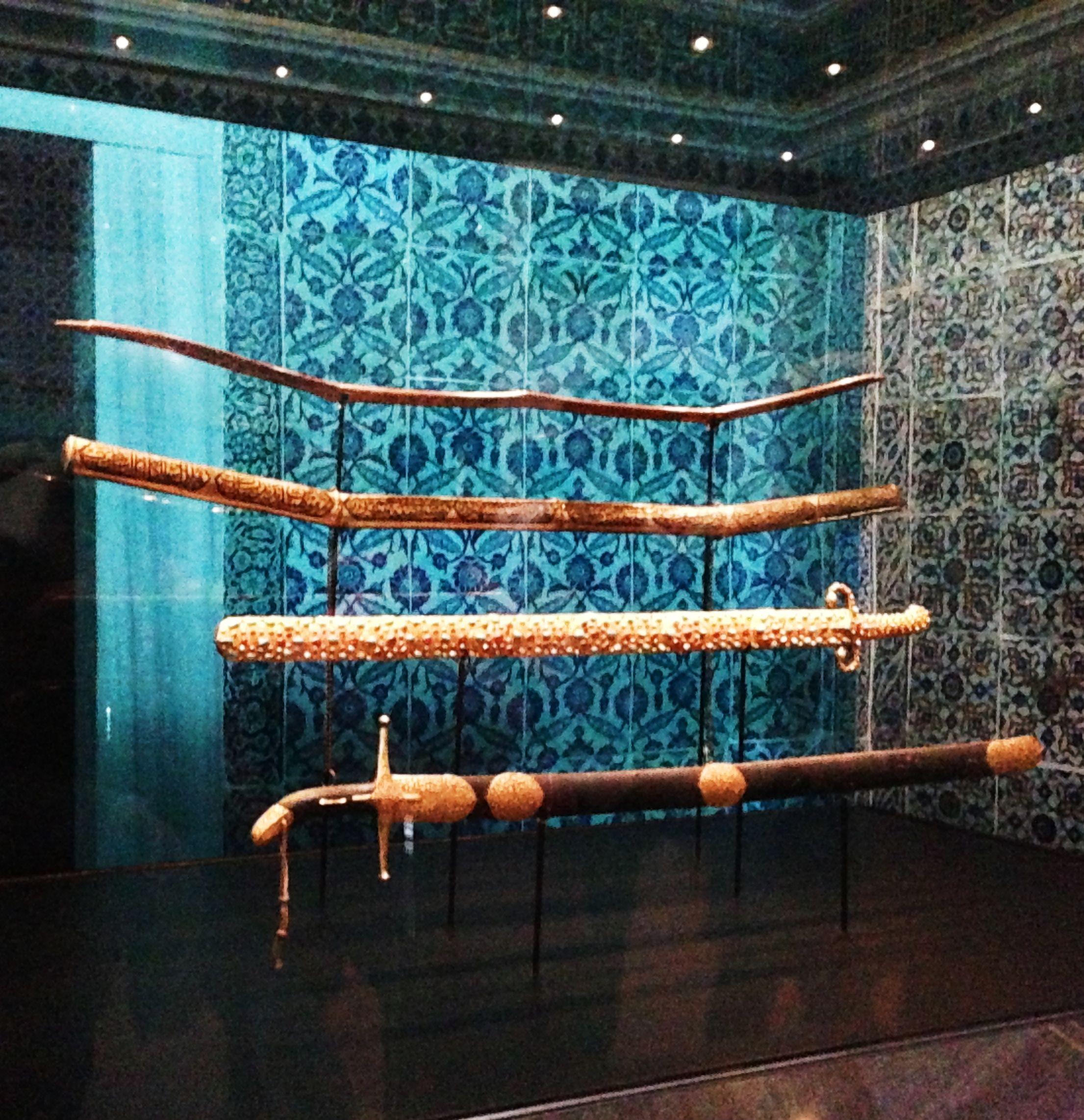 Prophet Mohammed S Swords Spears Peace Be Upon Him At Topkapi Palace S Museum Topkapi Sarayi In Istanbul Turkey Pho Topkapi Islamic World Islamic Art