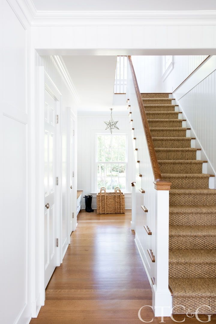 gallery step inside a timeless fairfield county colonial pinterest flure treppe und haus ideen. Black Bedroom Furniture Sets. Home Design Ideas