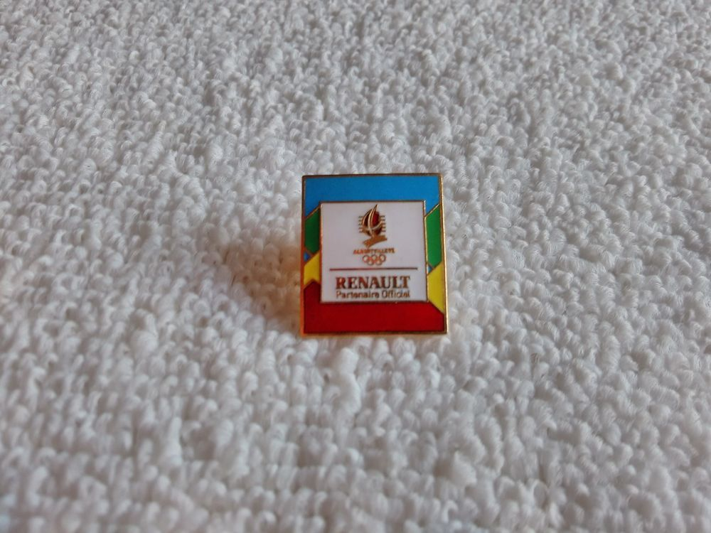 Vintage France/French Renault Automotive 1991 pin badge