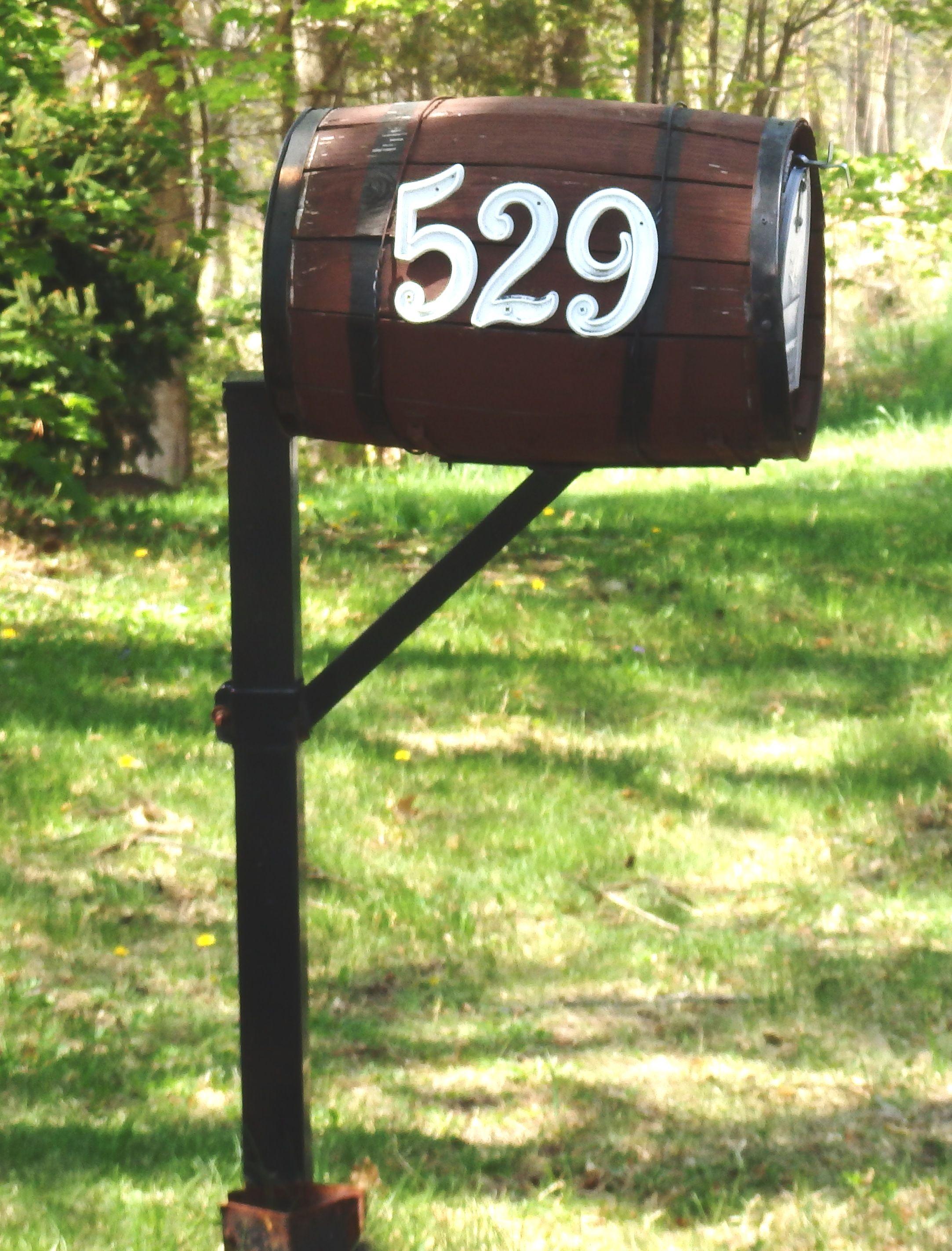 Wine barrel Mailbox 109