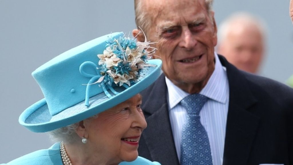 Queen and Duke delay trip to Sandringham - BBC News
