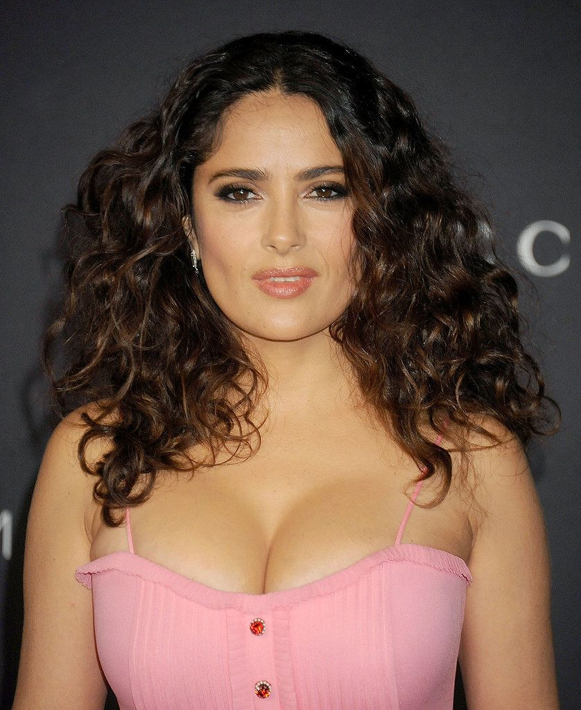 Salma Hayek puts on extremely busty display in eye-popping Golden Globes gown | Celebrity News