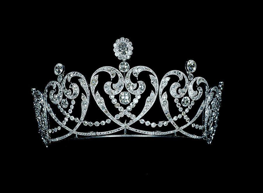 Tiara de platino y diamantes con colocación millegrain, fabricada especialmente para la condesa de Moy, por la firma joyera Cartier en 1909