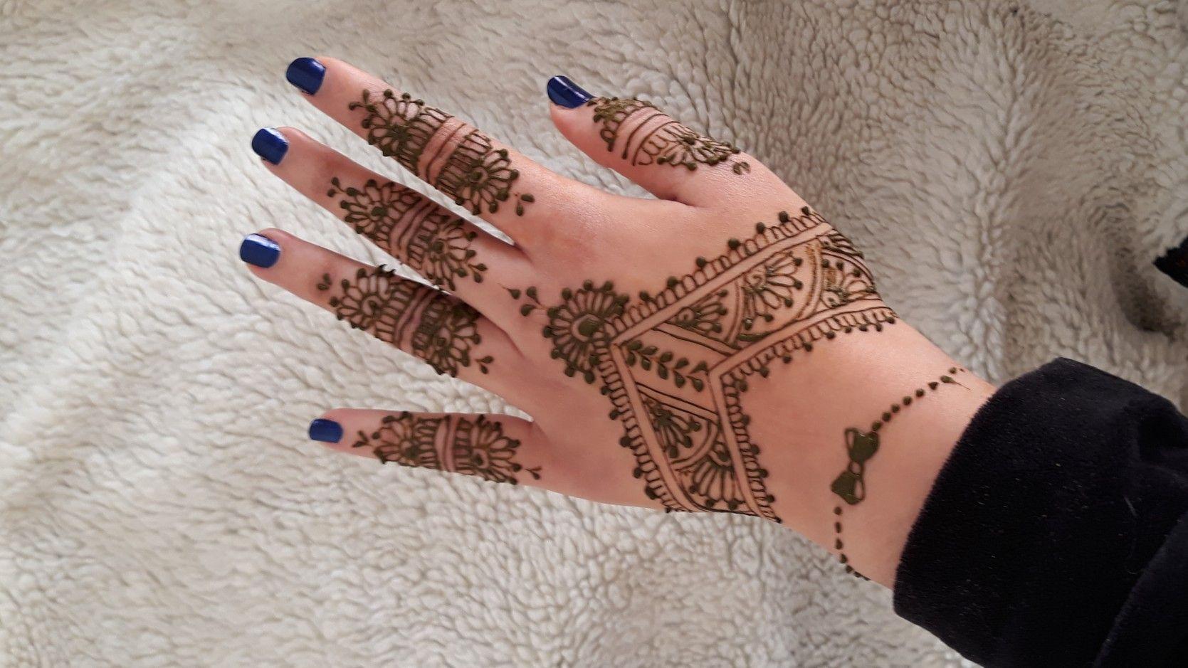 نقش الحناء سهل جدا هندي بلمسة مغربية خفيف و رائع للمناسبات New And Cute Drawing With Henna Hand Henna Henna Hand Tattoo Henna