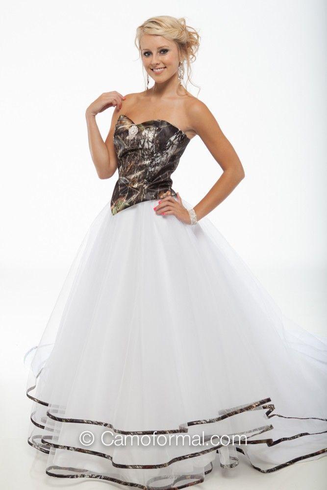 9049 Top And Triple Net Bridal Skirt Trimmed In Mossy Oak New Breakup
