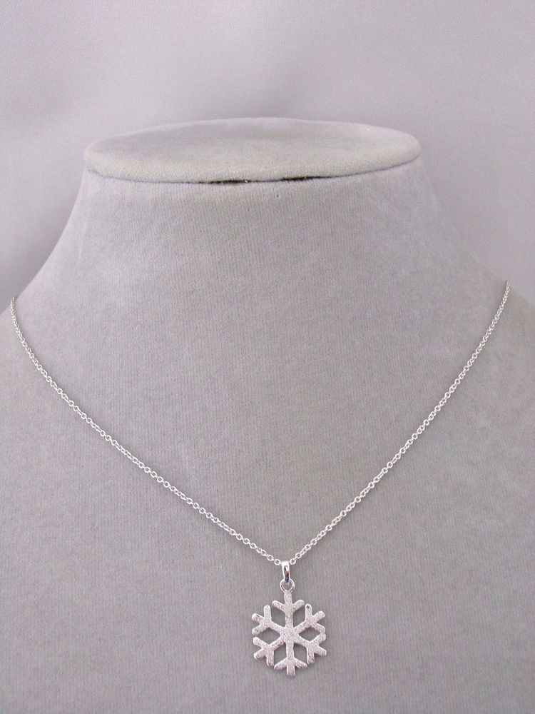 Beautiful Sterling silver 925 sterling Sterling Silver Snowflake Pendant