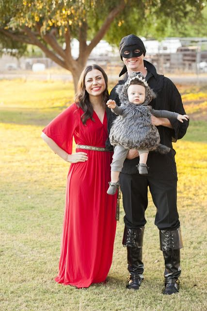 halloween family costume idea wesley and buttercup from the princess bride and a rodent of unusual size for your baby