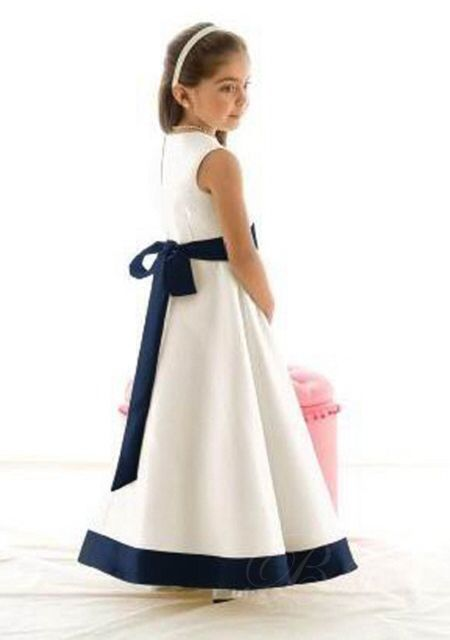 Image from http://www.omydress.co.uk/images/uplode/0wpd/Black-and-white-formal-flower-girl-dresses-wpd04100-2.jpg.