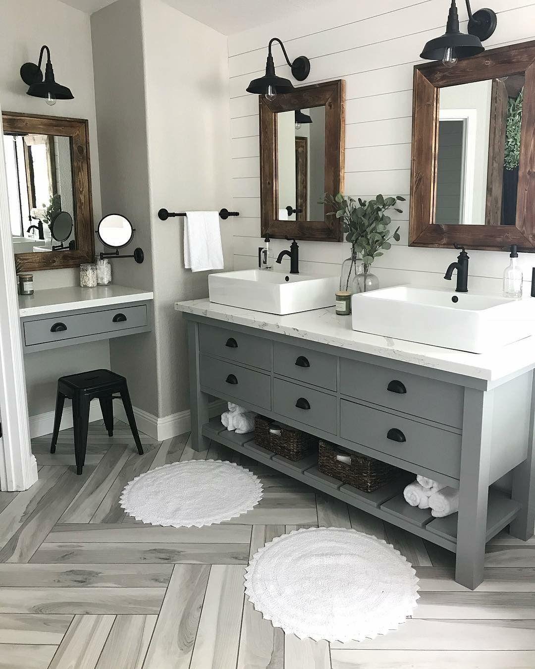 5 Minimalist Master Bathroom Remodel Ideas - ZYHOMY  Farmhouse