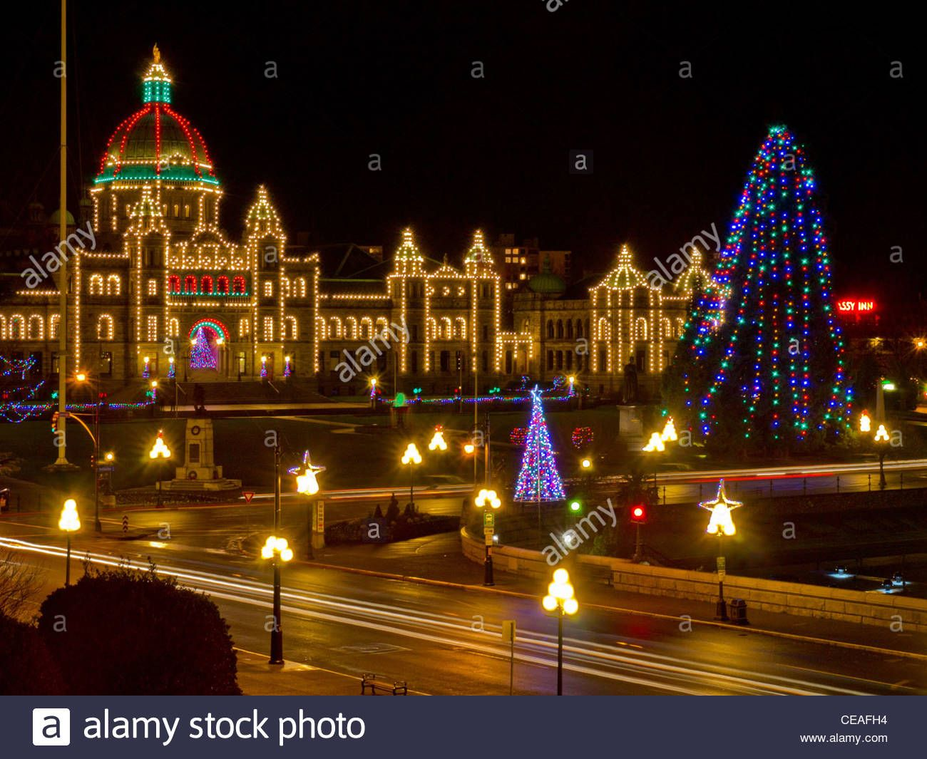 Download This Stock Image Parliament Building Victoria B C Christmas Lights And Decorations Ceafh4 From Alamy S Library Of Christmas Lights Building Photo