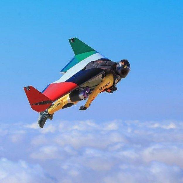 HerederoDubai Dubai دبيk Pinterest - Crazy video of two guys flying jetpacks over dubai