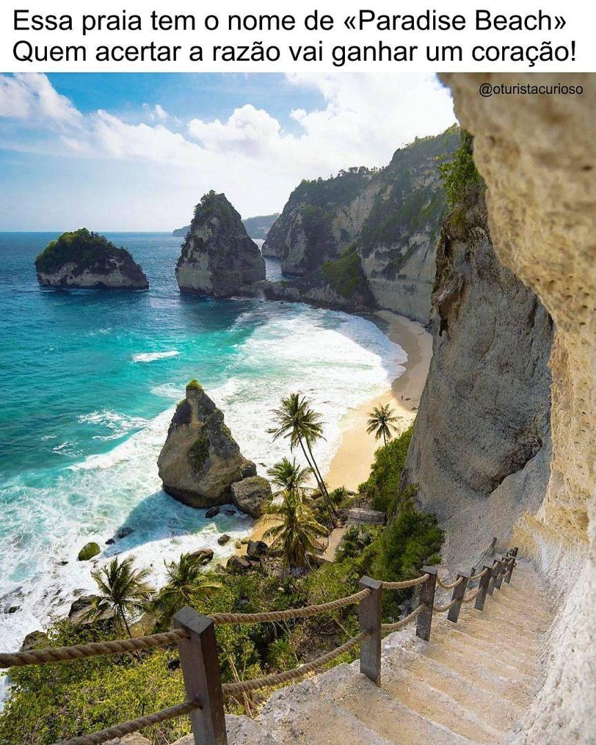 """Essa """"Paradise Beach"""" fica em Nusa Penida, uma ilha da Indonésia perto de Bali. . A ilha tem aproximadamente 20 km de comprimento e 12 km de largura e, como podemos ver, tem belíssimas praias. . E aí, acertou a 'charada'? Vai ganhar um coraçãozinho no comentário! - - - - - - - - - - Foto de @jackson.groves - - - - - - - - - - Siga também: @turistaprof - - - - - - - - - - #oturistacurioso #paradisebeach #nusapenida #indonesia #bali #gilimeno #praia #viagem #viajar #amoviajar #ferias #viajarfazb"""
