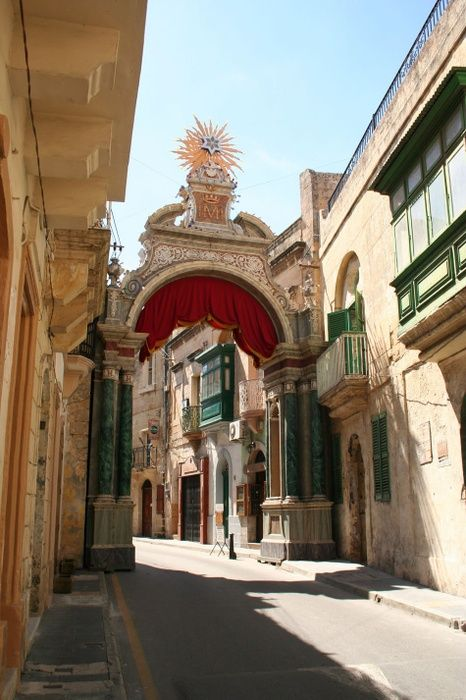 Did I mention Malta is so walkable? The last post was about Mdina and literally just outside of Mdina is Rabat, a town with over 11,000 residents.Malta often gets quoted ...