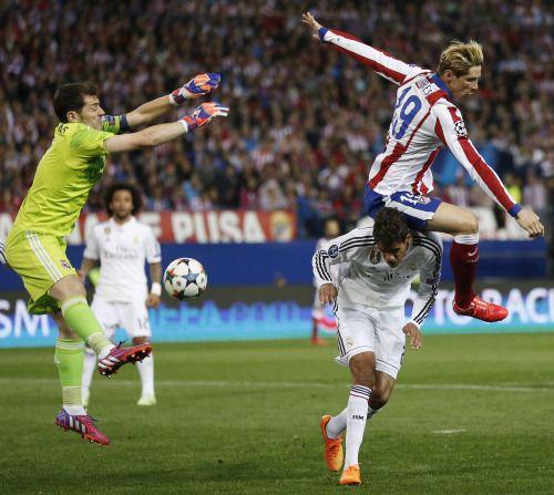 El tumulto que armó Fernando Torres con Iker Casillas y Rápale Varane.