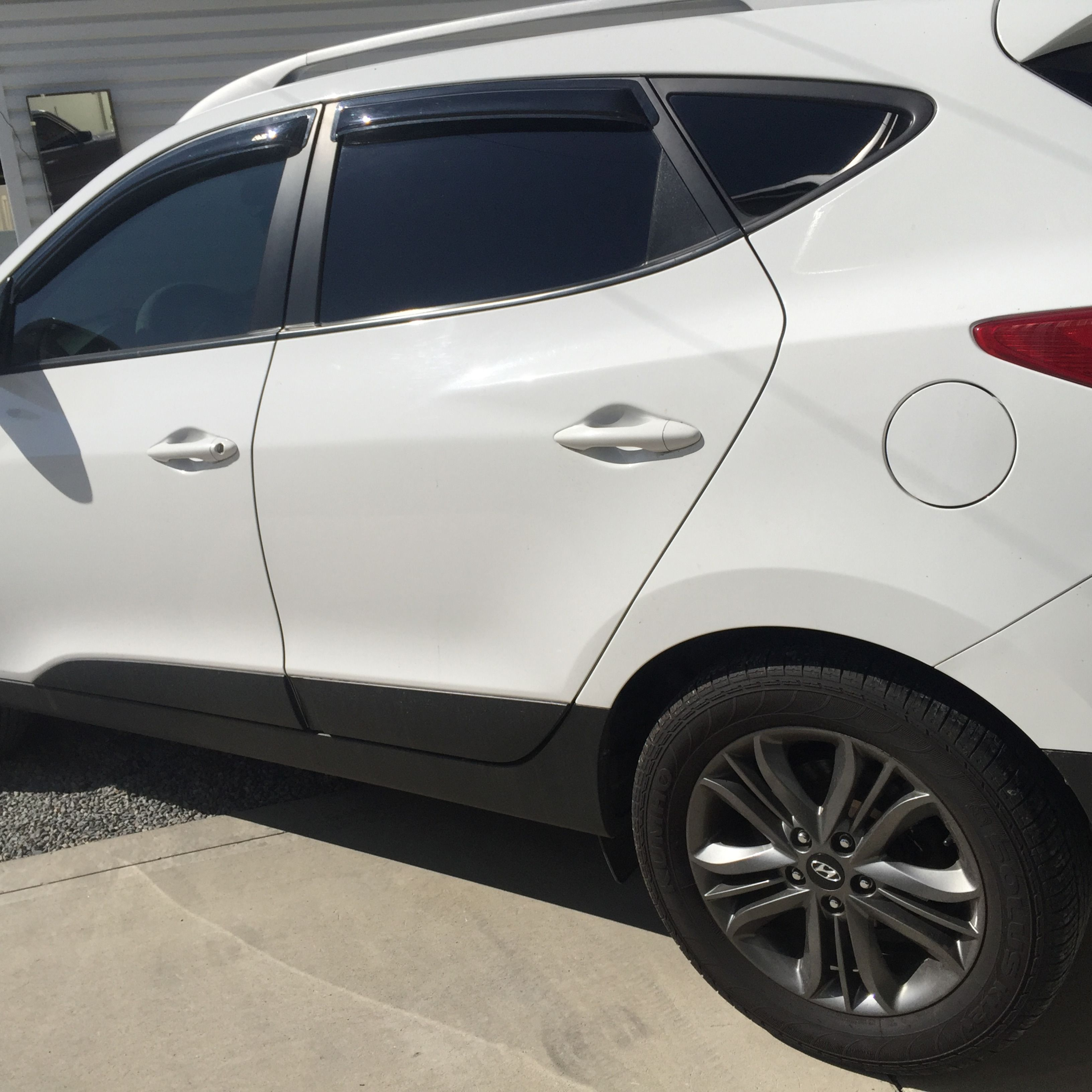 Look At This 2015 Hyundai Tucson With Our Mind Blowing Window Tint Tinted Windows Hyundai Tucson Commercial Window Tinting