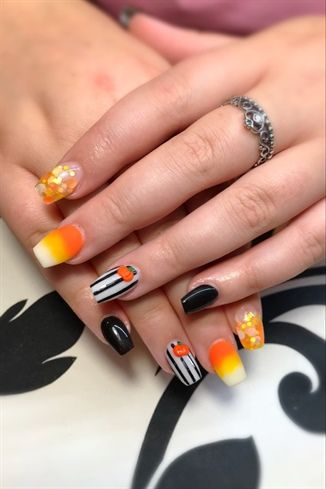 Candy Corn By Jdeviva From Nail Art Gallery Halloween Acrylic Nails Halloween Nail Designs Halloween Nails