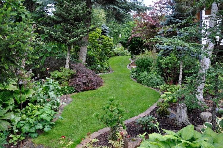 Aménagement jardin en pente \u2013astuces pour apprivoiser le terrain