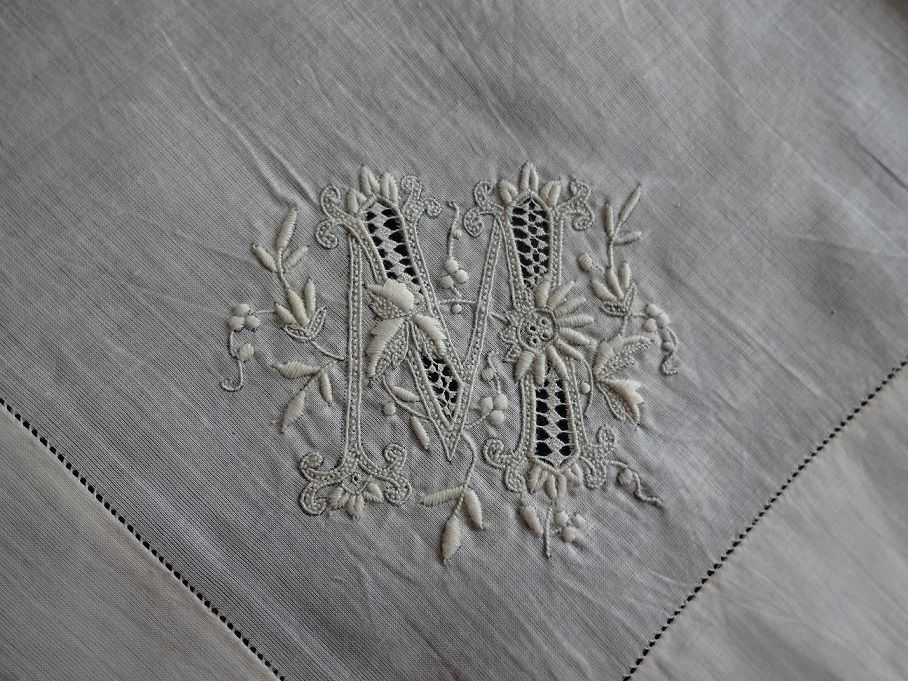 Embroidered monogramme - mendes.co.uk