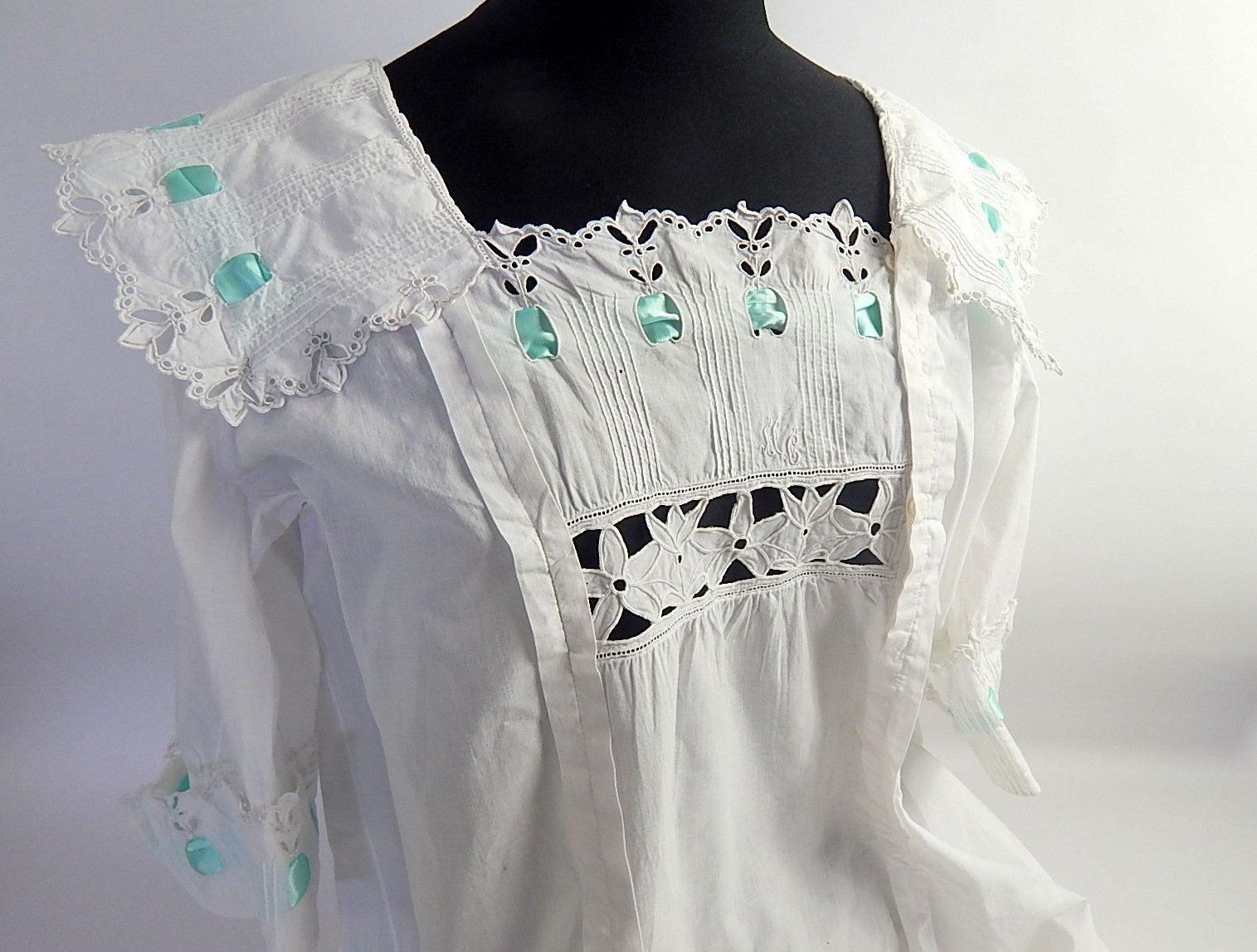 Vintage french handmade nightgown in very fine cotton romantic with