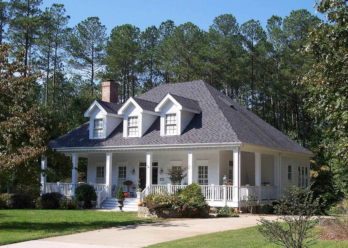 Plan 5669tr Adorable Southern Home Plan In 2020 Southern House Plans Southern Style Homes House Exterior