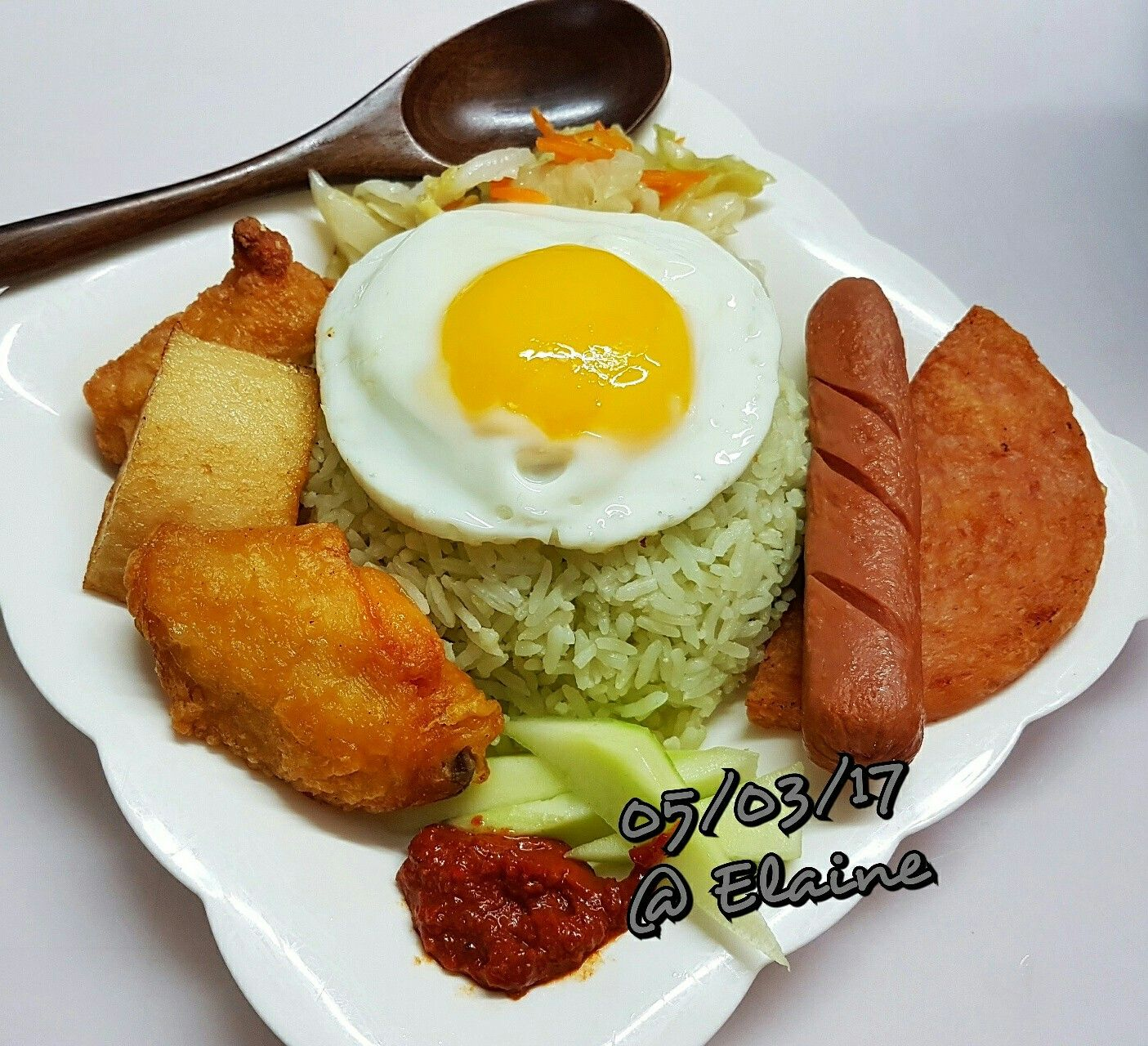 Nasi Lemak . . . . . #sg #sgfood #chinesefood #chicken #cookfood #homecooked #homemaker #fish #fishcake #coconut #coconutrice #veggies #nasilemak #malayfood #chickenwings #eggs #hotdog #luncheonmeat #dinnertime #lunchtime