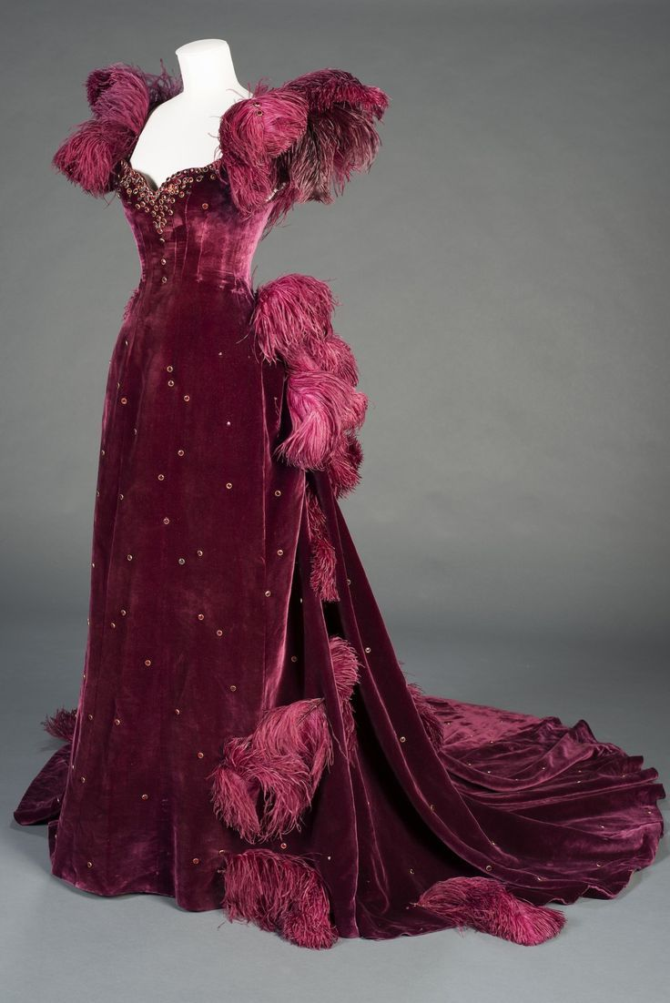 Costume designed by Walter Plunkett for Vivien Leigh in ...