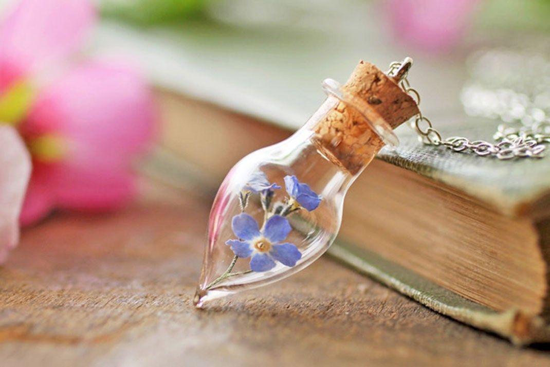 Emportez un petit bout de nature où que vous alliez grâce à ces délicats bijoux semblables à des terrariums