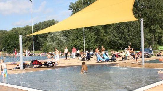Strandbad Lörick. Mehr auf: http://www.coolibri.de/staedte/duesseldorf/sport/schwimmen-in-duesseldorf/strandbad-loerick.html