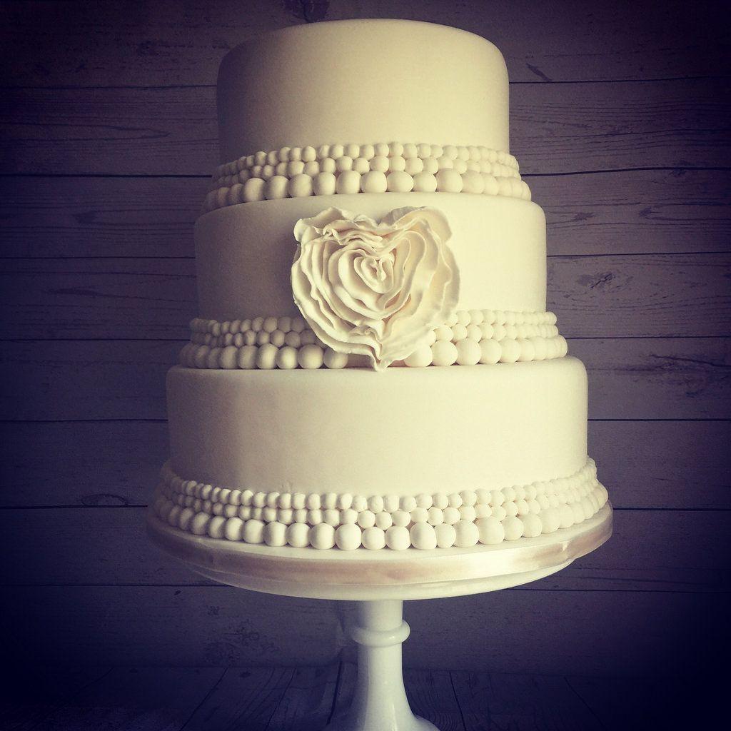 whitewedding #wedding #weddingcake #weddingcakes #weddingphotography ...