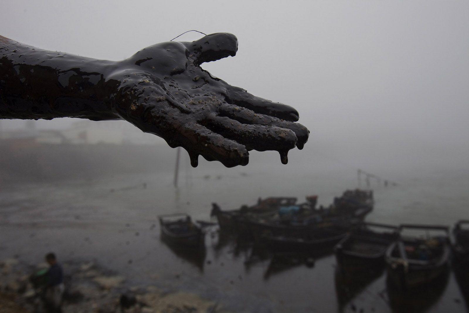 Dalian Oil Spill Liaoning 2010 C Lu Guang Fotografia Da Natureza