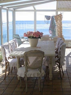 I could so fill that table with great food and oh I visualize my family eating here