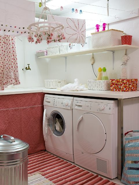 Sweet laundry room - would make for happy laundry chores