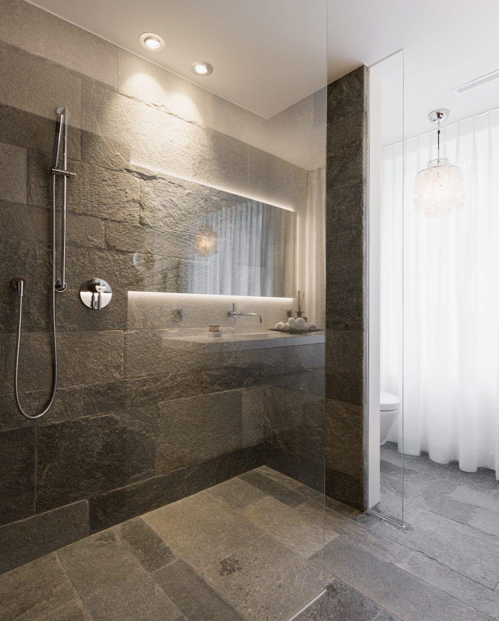 Glastrennwand Eingelassen Im Naturstein Boden Im Bad Mit Begehbarer Dusche Badezimmerboden Badezimmer Badezimmereinrichtung