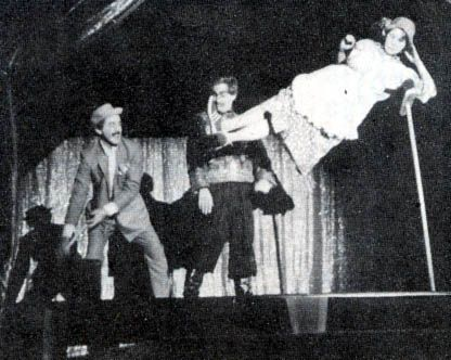 Google 搜尋 http://www.magicgettogether.com/galleryhtml2/1982gallery/images/broomsticklevitation2.jpg 圖片的結果